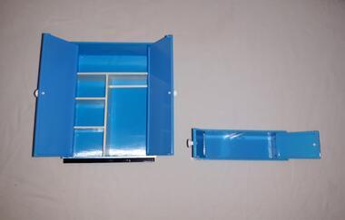 VERO Kleider Schrank Set Blau DDR Puppenhaus Möbel