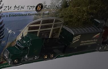 PeterbiltUS Truck mit EisenbahnwaggonOberweißbacher Berg und Sc