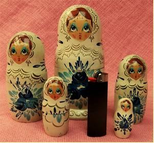 Babuschka / Matroschka Russische Holz Puppe 5 Teile