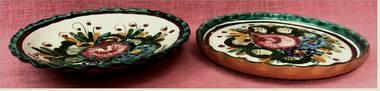 2 farbenfrohe Majolika Wandteller aus Keramik - ca. 24 cm Durchme