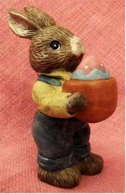 kleiner Keramik-Hase mit Ei - ca. 15 cm Länge