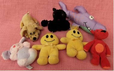 7 kleine Plüschtiere - Hunde , Maus , Haifisch , Monde