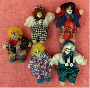 5 kleine Clowns - Mit Porzellanköpfen - ca. 12-16 cm Länge