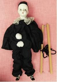 Marionette im schwarzen Anzug - Teilporzellan - Mit Verletzung