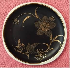 schwarzer Porzellan-Teller mit Blumen-Motiv - ca. 20 cm