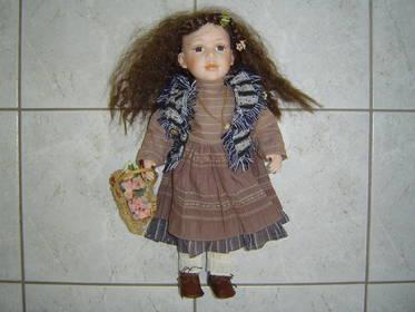Dekopuppe ca. 46cm Blumen Korb Kleid Puppe Porzellanpuppe