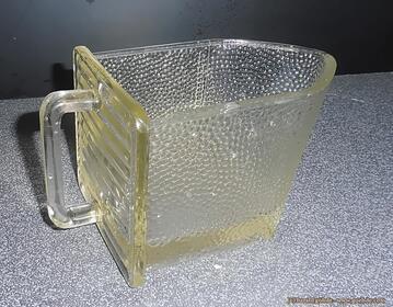 Alte Gerrix-Glasschütte mit Krone der Gerresheimer Glashütte