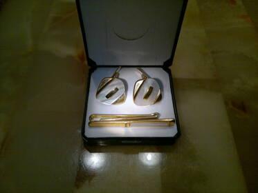 Antikes Set vergoldete Manschettenknöpfe+Krawattennadel Perlmutt