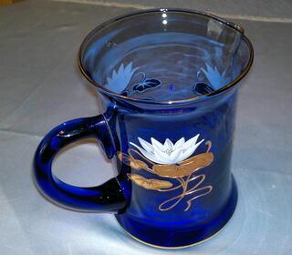 Wunderschöne Henkelvase in edlem Kobaltblau mit Echtvergoldung