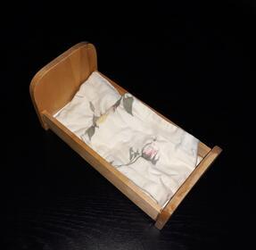 Holzpuppenbett 23 cm Lang + Bettwäsche Decke