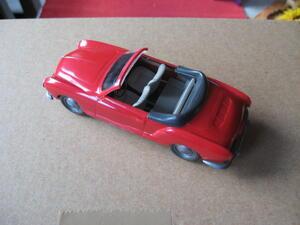 Wiking 1:40 alt Karmann Ghia Cabrio rot