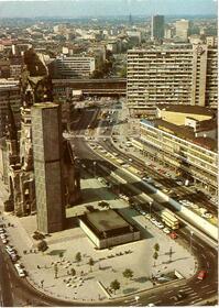 Berlin - Blick vom Europa Center auf Gedächtniskirche mit Hardenb