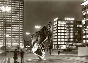 Berlin - 'Die Flamme', Bronzeplastik von Prof. Heiliger am
